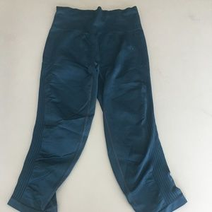 Athleta M Yoga pants crop blue/green  B4